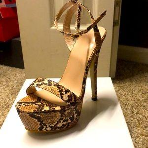 Size 6-(snakeskin) tan/blk size 6 heels- Brand New